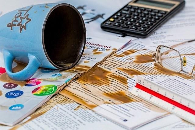 コーヒーのシミ抜き方法と応急処置