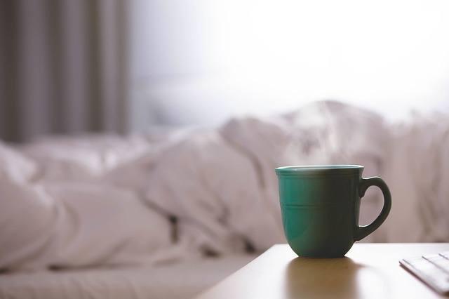 コーヒーが眠気を誘う!?コーヒーと眠気の意外な関係性