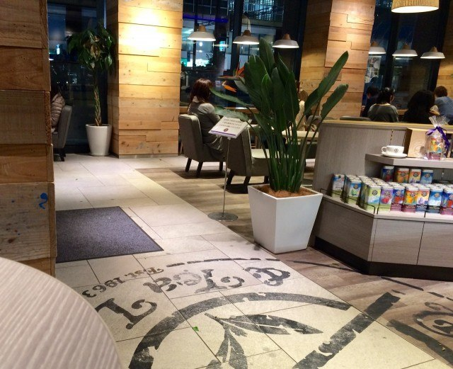The Coffee Bean & Tea Leaf_interior