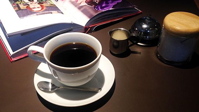 帆季珈琲テラス_コーヒーと本