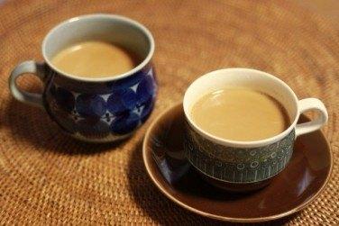 コーヒーカップとティーカップの違い
