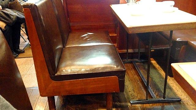 スマート珈琲店_椅子とテーブル