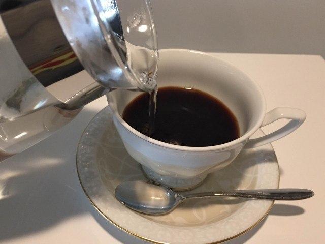 シナモンコーヒー_湯を注ぐ