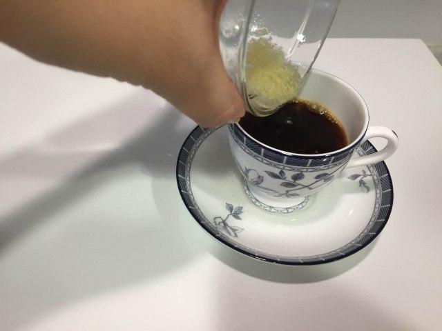 ジンジャーコーヒー_しょうが湯を注ぐ