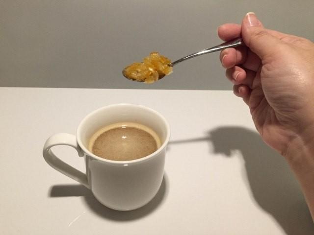 オレンジコーヒー_オレンジピールを加える