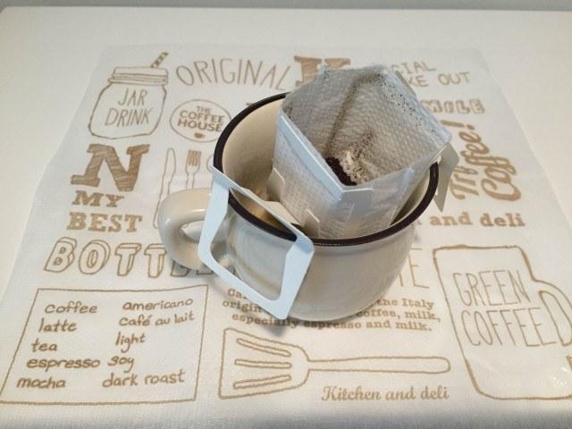 バナナコーヒー ドリップをセットしたカップ