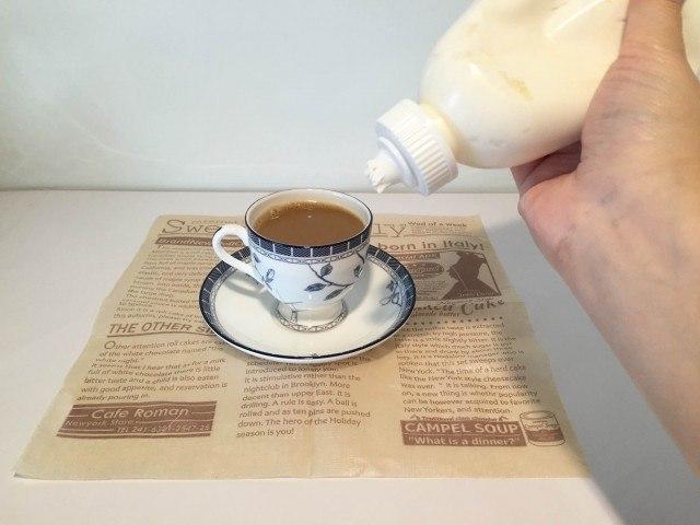 ココナッツミルクコーヒーコーヒーにホイップを加える
