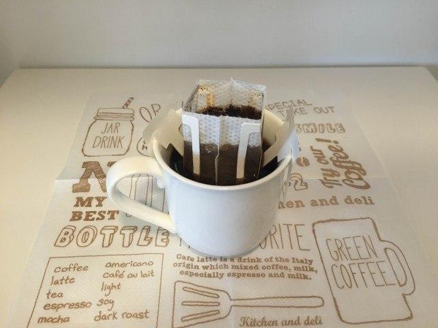 3ドリップコーヒーとカップ