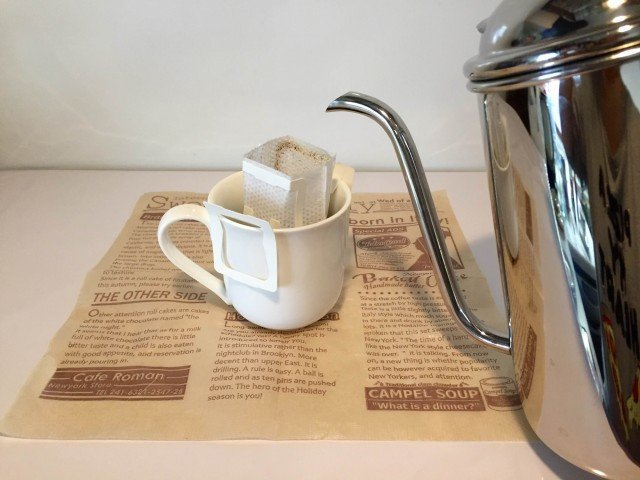 プルーンコーヒープルーンの上からドリップコーヒーをたてる