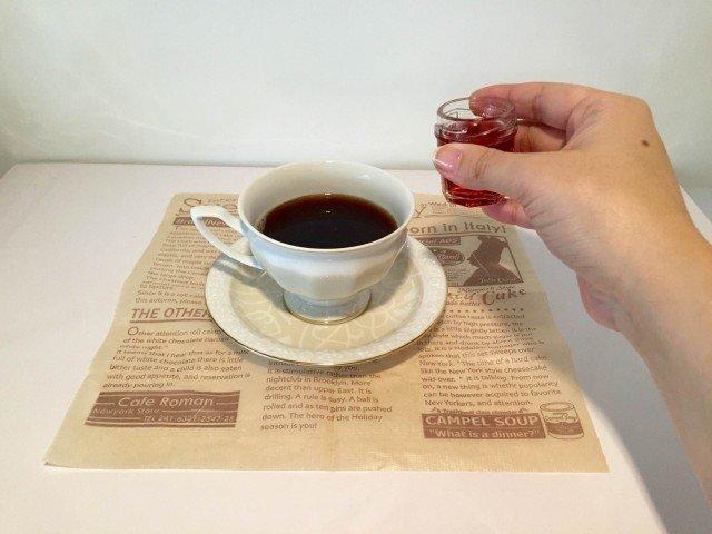 アサイーコーヒーラテコーヒーにアサイージュースを入れる