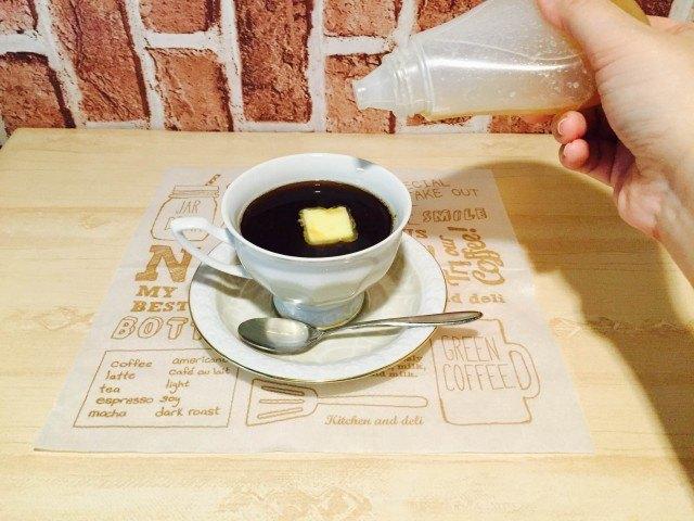 バターコーヒーはちみつを加える