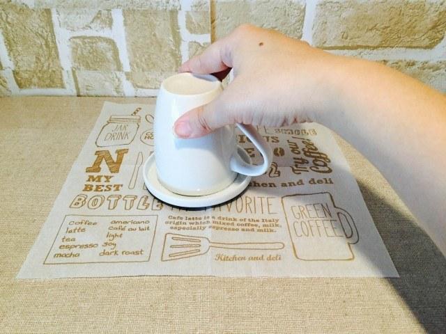 イチゴジャムコーヒーグラニュー糖をカップにつける
