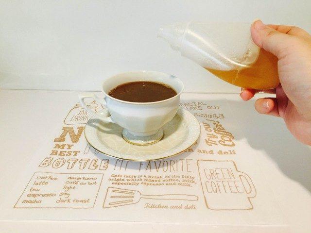 黒豆豆乳コーヒーハチミツを加える