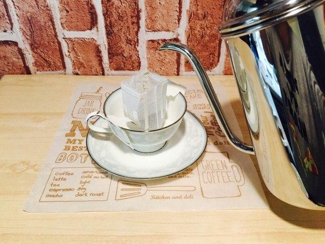 黒糖コーヒードリップコーヒーをたてる