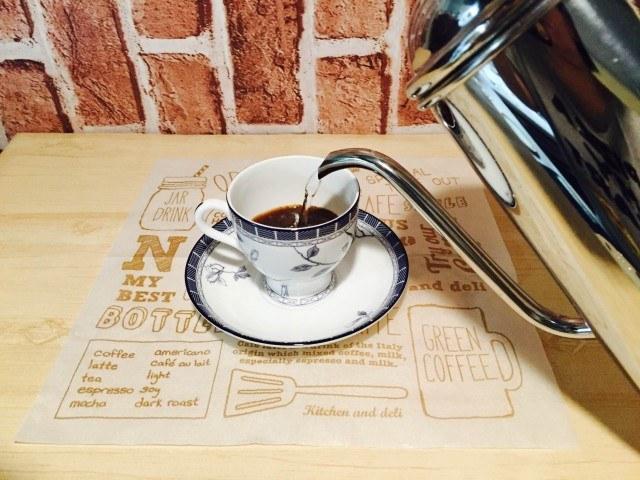 柚子コーヒー湯を注ぐ