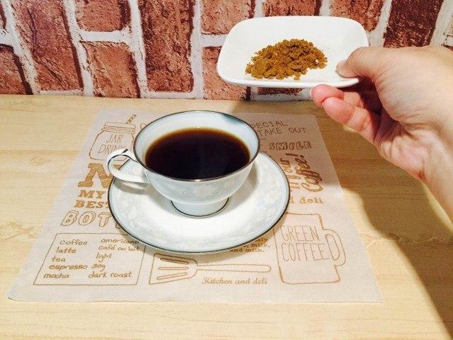 黒糖コーヒー黒糖を入れる