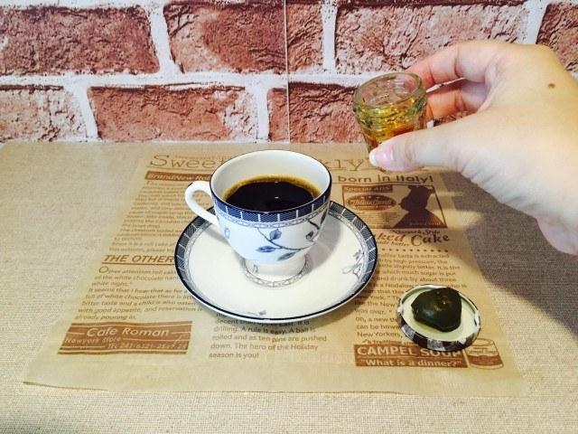 梅酒コーヒー_梅酒を入れる