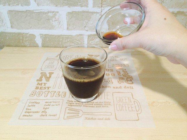 カルーアコーヒー_カルーアを加える