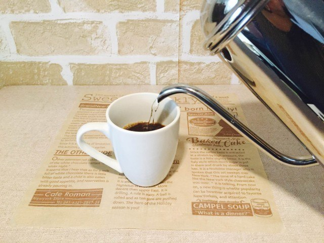 ドライトマトコーヒー_湯を注ぐ