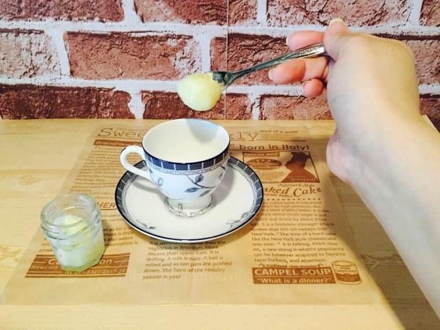練乳コーヒー_練乳を入れる