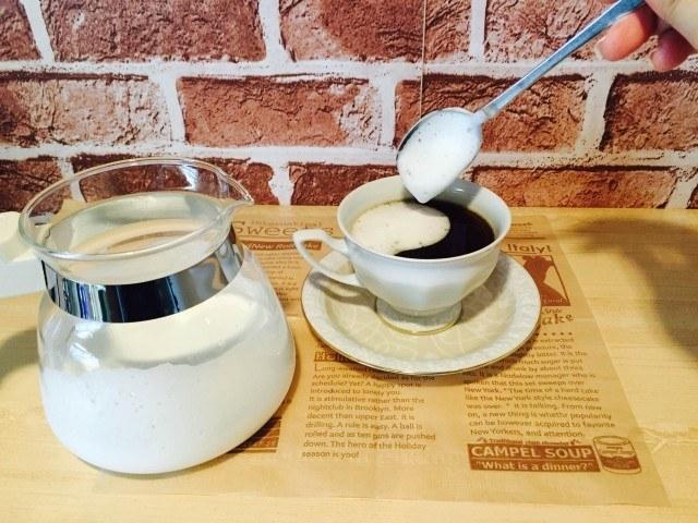 梨シロップコーヒー_フォームミルクをのせる