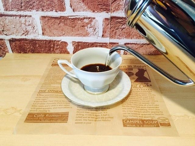 梨シロップコーヒー_湯を注ぐ
