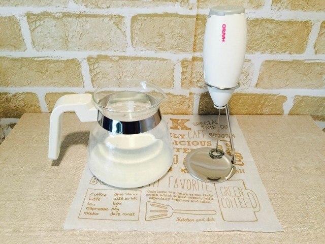 酒粕コーヒー_牛乳とミルクフォーマー