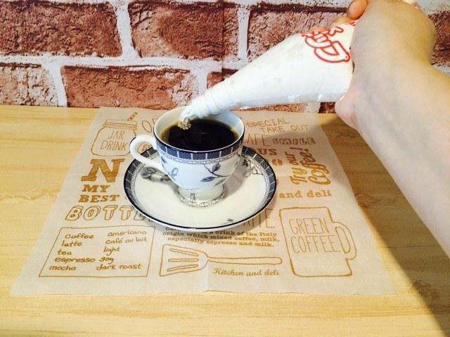 おからコーヒー_ホイップを絞る