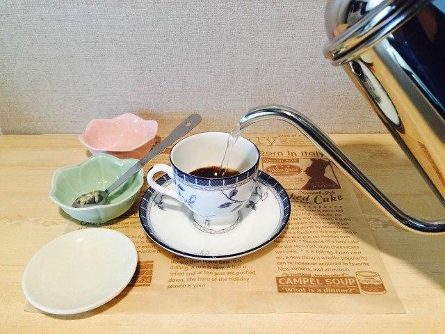 マーガリンコーヒー_湯を注ぐ