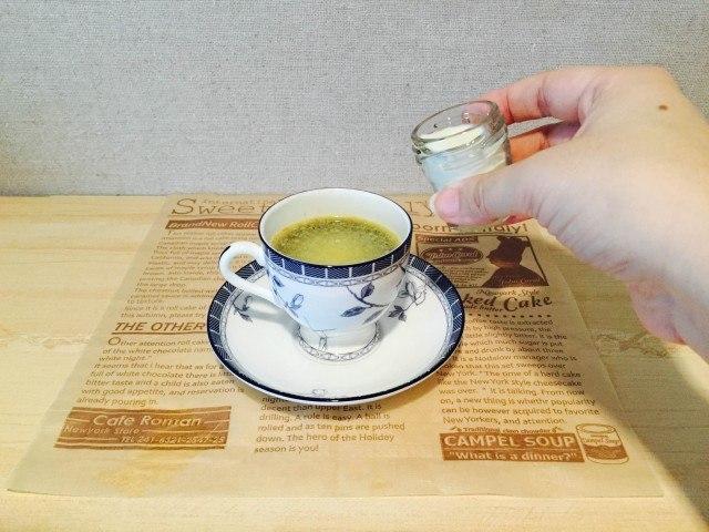 マーガリンコーヒー_牛乳を加える