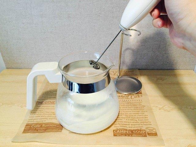 マンゴーラテ_牛乳をスチームミルク状に