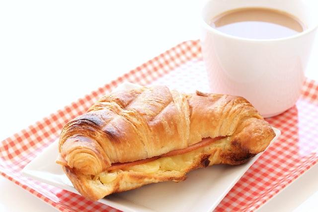朝におすすめのコーヒー_カフェオレ_朝食