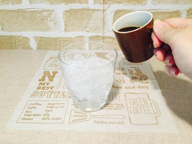 わたあめコーヒー_コーヒーを注ぐ