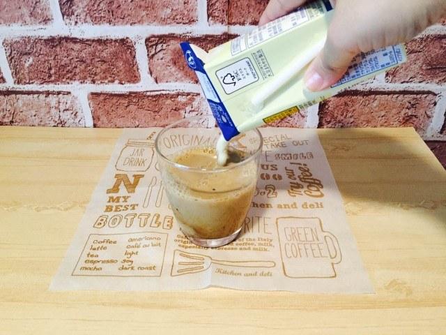 はったい粉コーヒー_豆乳を加える