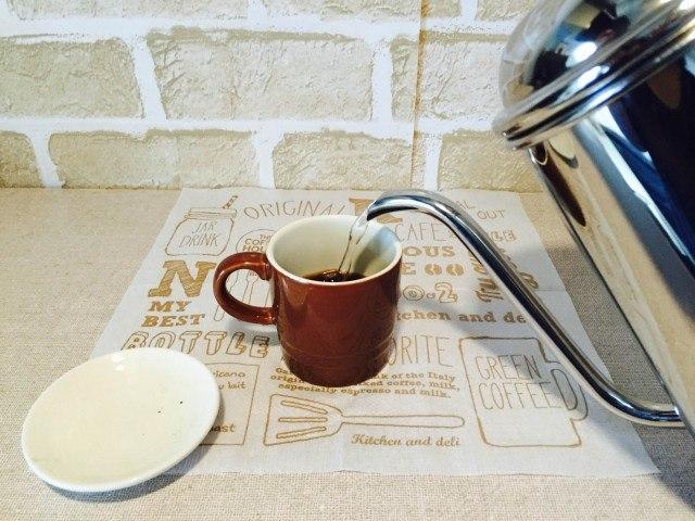 コラーゲンコーヒー_別のカップでコーヒーを作る