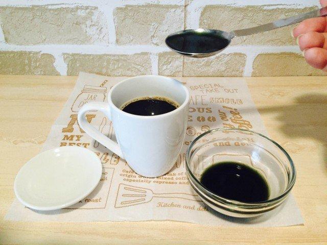 よもぎコーヒー_コーヒーによもぎ液を加える