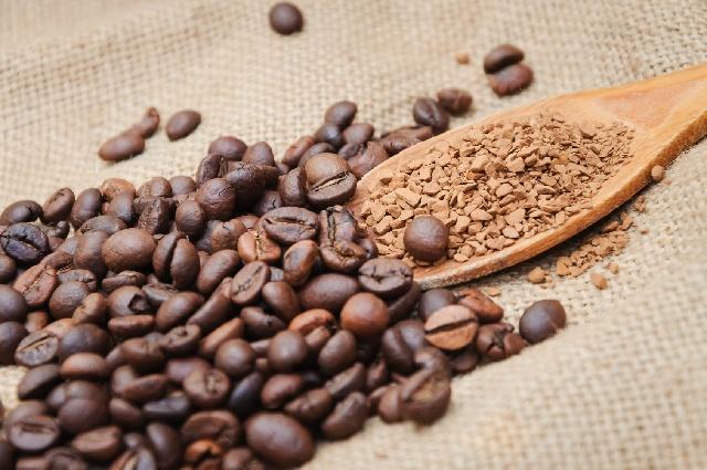 コーヒーは豆と粉どちらで買うべき?