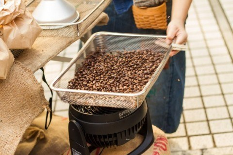 coffee_hand_roast
