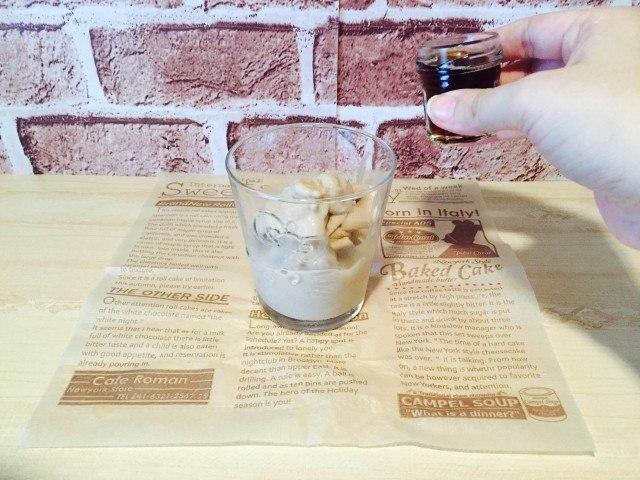 フローズンコーヒー_アイスコーヒーを加える