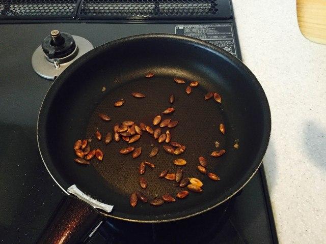 かぼちゃの種の煎り方3分後の様子