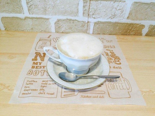 アーモンドミルクコーヒー_ミルクフォームのせできあがり2