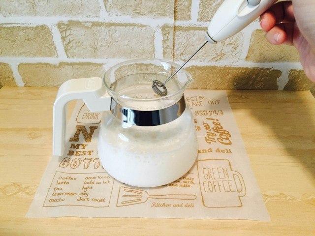 アーモンドミルクコーヒー残ったアーモンドミルクを温めフォームする