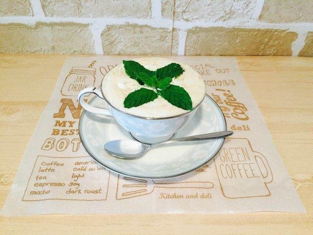スペアミントコーヒー_仕上げにスペアミントの葉を飾りできあがり