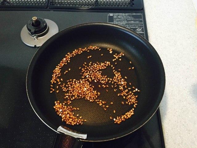玄米の煎り方10分後の様子