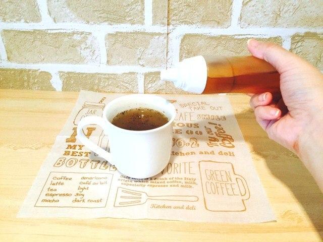 玄米コーヒーお好みではちみつを加える