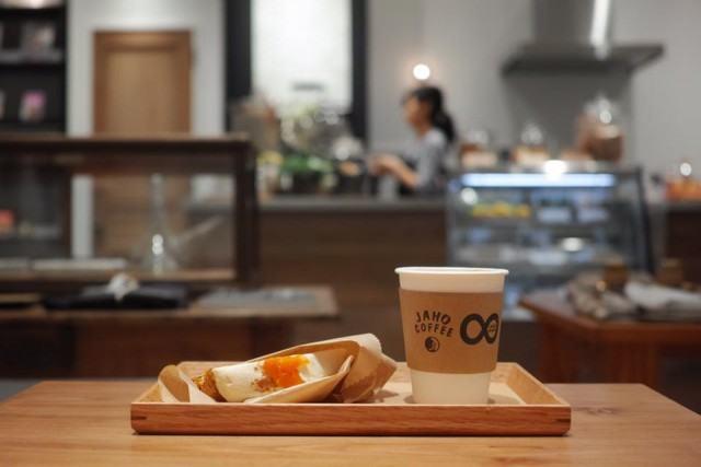 jaho-coffee-at-plain-people_coffee-and-cake