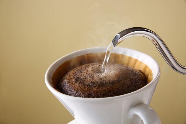 コーヒーの味に影響する「蒸らし」とは