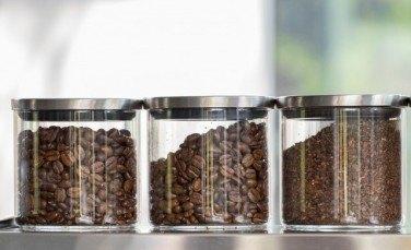 コーヒーの保存方法は豆と粉どちらが最適か?