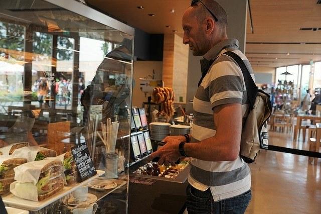 コーヒー×アイス_カフェカウンター