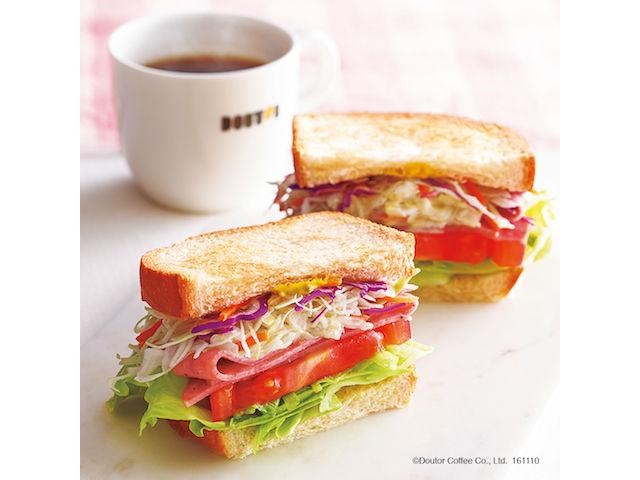 【ドトール】朝カフェ・セットの新作「Dセット ベジタブルサンド ~5種の野菜とボローニャソーセージ~」を発売